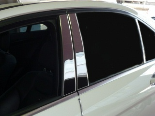 Mercedes-Benz C class 用パーツ 『W204 STAINLESS PILLAR MOULDING』 装着イメージ