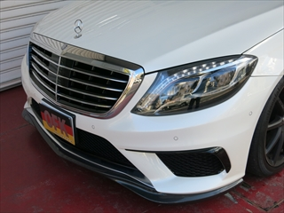 Mercedes-Benz S class 用パーツ 『S63/65 AMG (W222) 13y- GOD HAND High Class フロントリップ BKカーボン』 装着イメージ